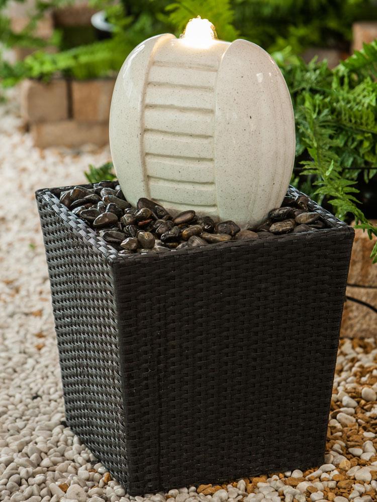 heissner gartenbrunnen springbrunnen rattan terrace. Black Bedroom Furniture Sets. Home Design Ideas