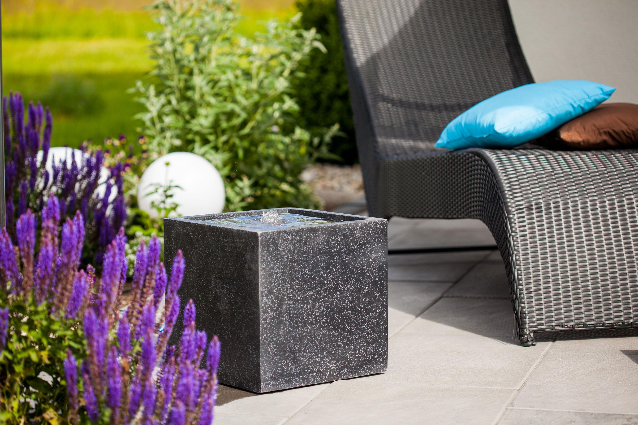 heissner terrassenbrunnen gartenbrunnen plantana led h. Black Bedroom Furniture Sets. Home Design Ideas