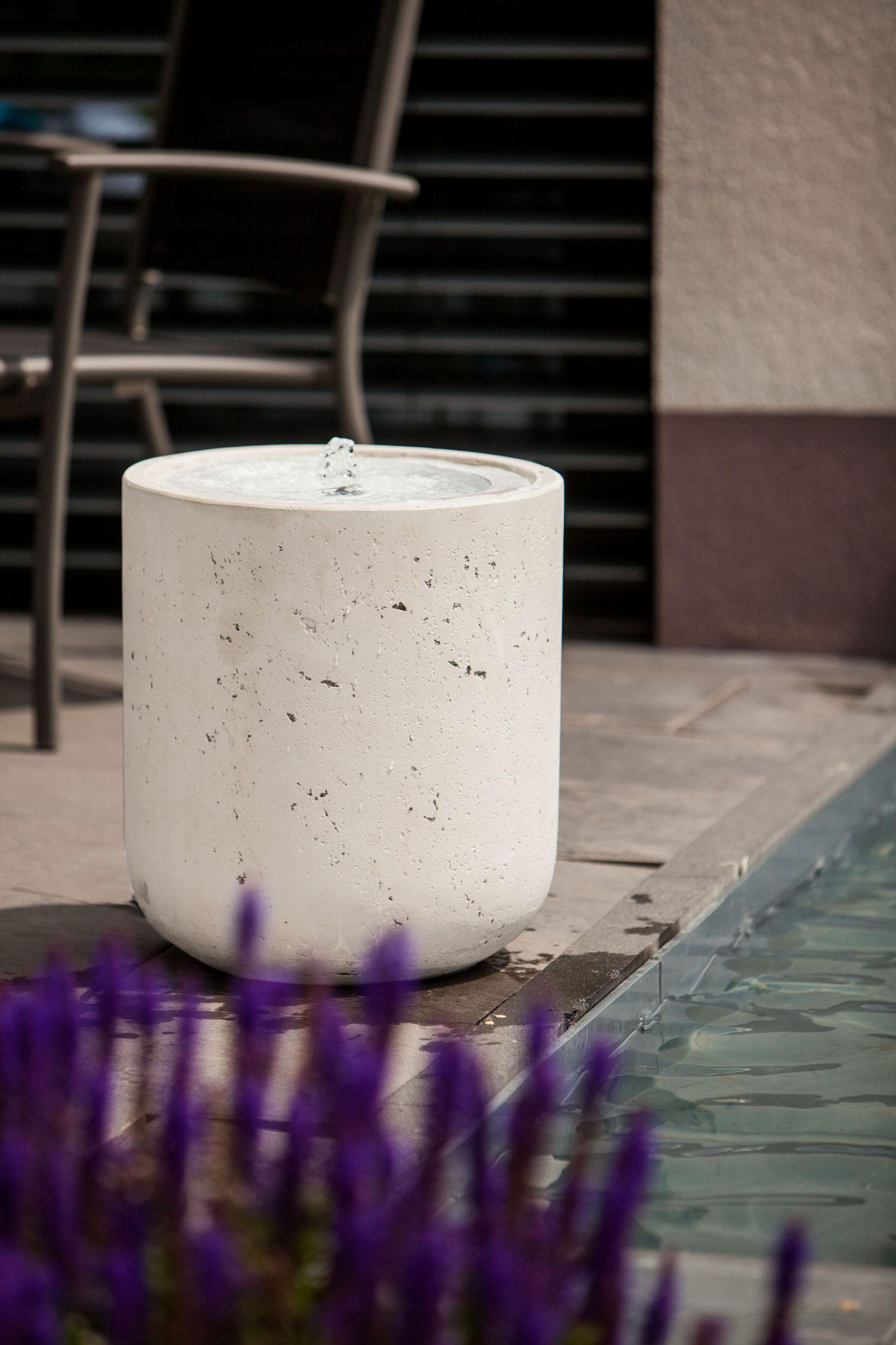 heissner terrassenbrunnen villa fontania fountain zylinder. Black Bedroom Furniture Sets. Home Design Ideas