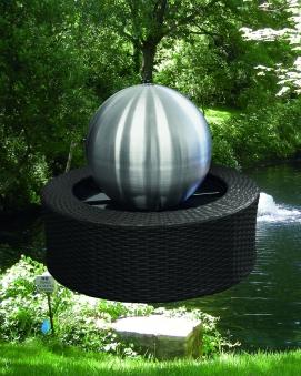 Wasserspiel / Gartenbrunnen GardenForma Edelstahl-Kugel matt LED Ø35cm Bild 2